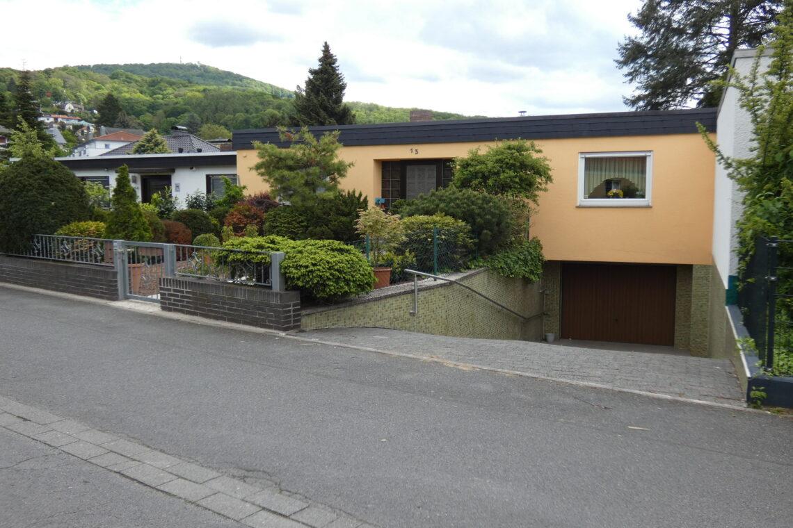 Gepflegter Bungalow mit Garage — Alsbach